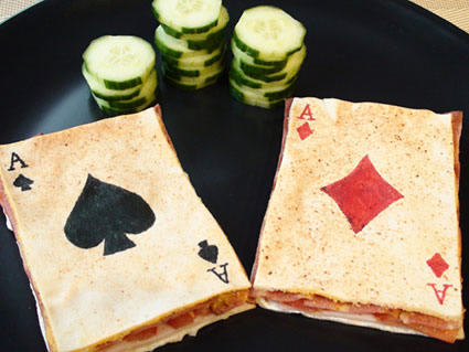 Sandwich poker